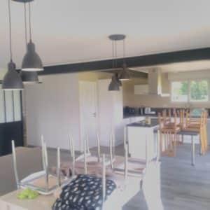 Différentes vues d'une maison tout juste rénovée